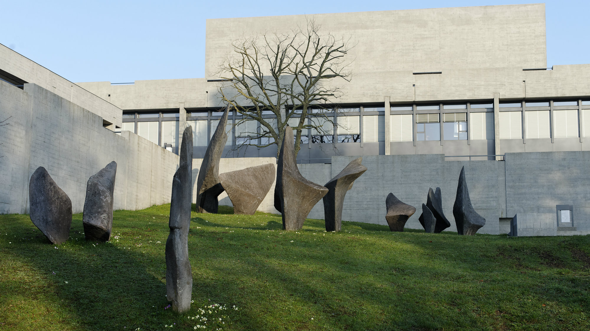 Art by Alicia Penalba, untitled, concrete, at the University of St.Gallen (HSG)